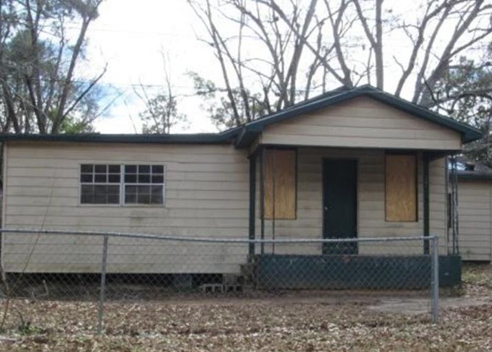 dutch st 43 899 4bdr 1bth single family dothan al foreclosure listing 28950589. Black Bedroom Furniture Sets. Home Design Ideas